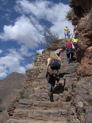 Peru_climbing_machu_pichu